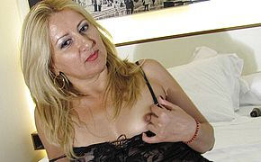 Insane blondie mama frolicking with herself