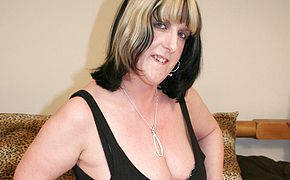 Large jugged mature biotch toying with herself