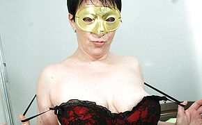 Masked mature cockslut getting herself raw