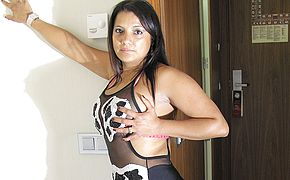 Molten latina damsel luvs to flash her scorching arse
