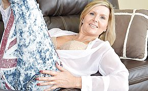 Super hot British Milf stroking on the bed