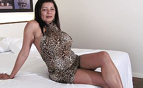 Super naughty mature whore frolicking with her honeypot