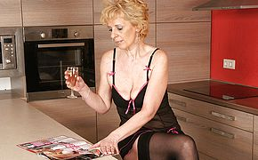 This ash blonde mature mega slut enjoys to jack in her kitchen