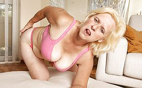 Horny housewife Janice luvs to get raw and crazy