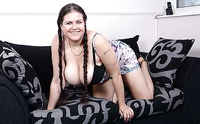 Big jugged housewife Denise Davies luvs toying alone