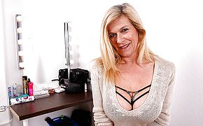 Large jugged powerfully pierced German housewife jacking