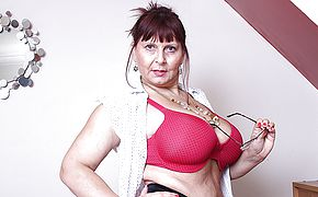 Large titted Brit mature dame getting highly muddy