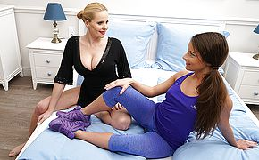 Hot stunner getting seduced by a steaming Sapphic Milf