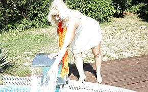 Super <b>naughty</b> housewife toying in the garden