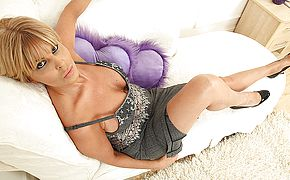 Super hot super hot <b>Milf</b> toying with herself