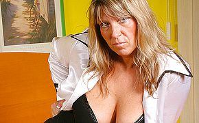 Big boobed mature Tracy gets herself moist
