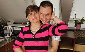 Crazy mature housewife romps and deep throats her toyboy
