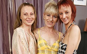 3 mature lesbos soiree on the bed