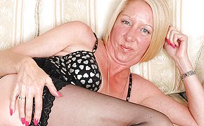 <b>Naughty</b> pierced housewife stroking until she unloads