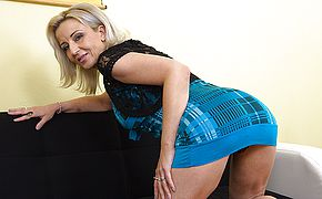 Scorching super hot housewife toying with her snatch
