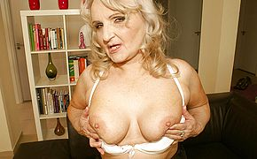Super <b>naughty</b> mama enjoys to have fun with herself