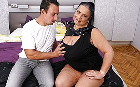 Thick titted mature Bbw doing her plaything guy