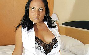 Ultra kinky mature Paloma luvs to have fun and piss