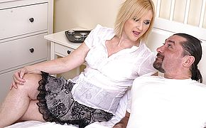 Wild housewifewife smashing with her guy