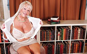 Hot Yankee grannie displays fine rack and gets herself raw