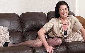 Furry British housewife toying with herself
