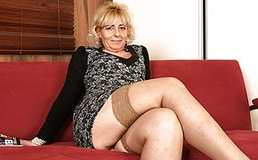 Light haired mature breezy toying with her raw snatch
