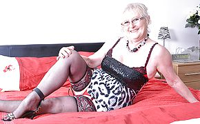 Lush mature woman from the UK getting humid and horny