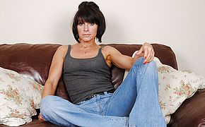 Luxurious Brit <b>Milf</b> toying with herself