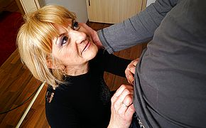 Mischievous mature woman doing her toyboy
