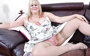 Plump British housewife toying with her labia