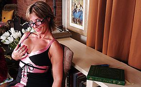 Spectacular Yankee housewife flashes off super steamy assets and drains