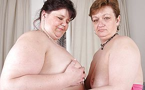 These thick mature lezzies enjoy to gobble vulva