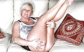 Ultra kinky blond housewife frolicking on the bed