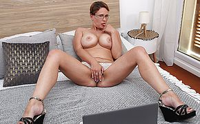 Curvy Big boobed nymphomaniac frolicking with her smooth shaven vulva