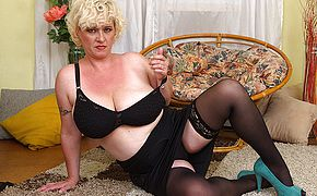 Curvy large jugged <b>Milf</b> toying with herself