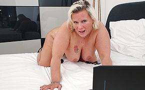 Horny housewife works her wet <b>pussy</b>