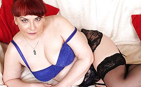 Naughty British mature damsel plays with her coochie