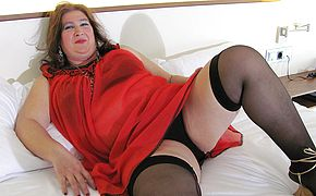 Thick mature mega <b>slut</b> frolicking with her coochie on sofa