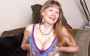 This naughty mature British cougar loves to play with her <b>pussy</b>