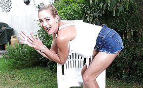 This super hot Cougar luvs washing herself in the garden