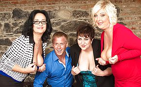 Trio crazy housewives share a toyboy